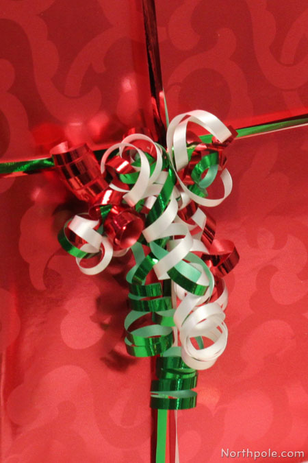 DIY Curly Ribbon wrapped around a box
