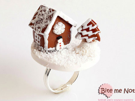 Mini Gingerbread House Ring